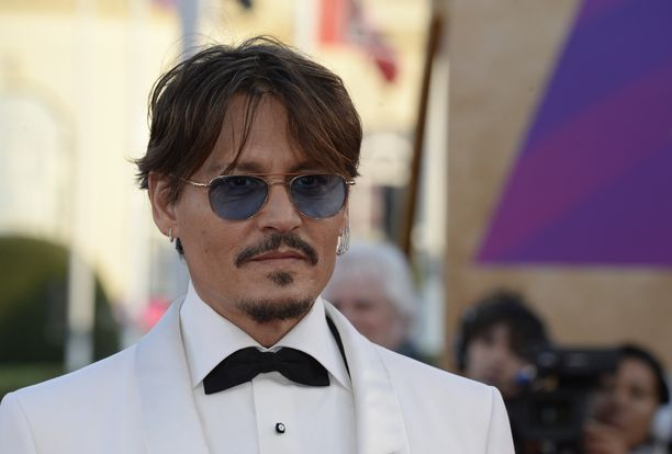 Johnny Depp tunnetaan esimerkiksi elokuvista Jali ja suklaatehdas ja Liisa Ihmemaassa.