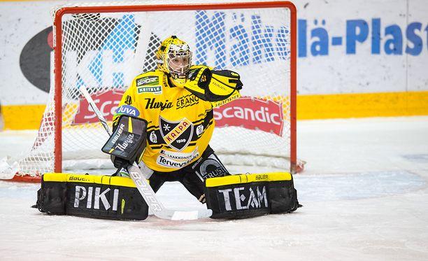 Eero Kilpeläinen loistaa KalPan maalilla.