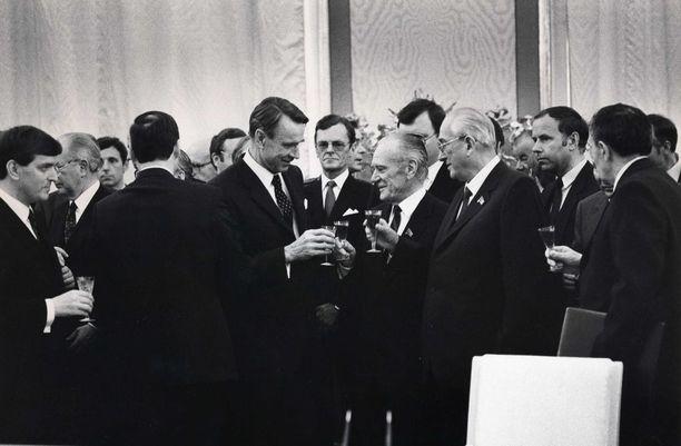 CIA:n raportti julkaistiin marraskuussa 1984. Vuotta aiemmin presidentti Mauno Koivisto vieraili Neuvostoliitossa.