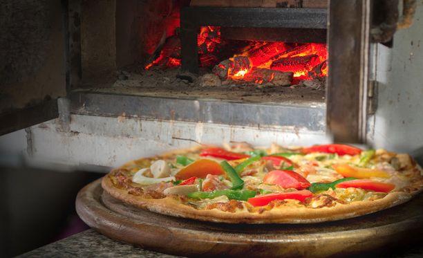 Kiviuunissa paistuvat parhaimmat pitsat.
