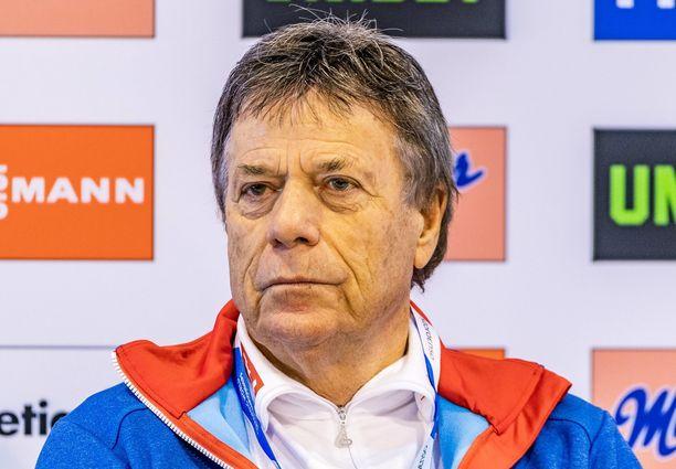 Itävallan hiihtoliiton puheenjohtaja Peter Schröcksnadel järkyttyi poliisin tiedoista.