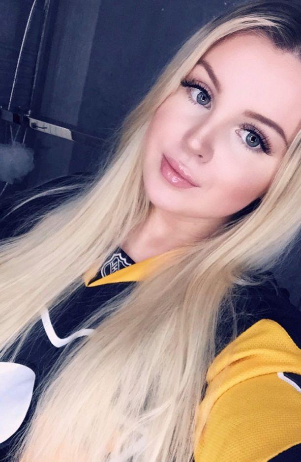Shannon Ross kannattaa NHL-joukkueista Pittsburgh Penguinsia, jonka pelipaidan hän on hankkinut itselleen. Shannonin toinen suosikkijoukkue on Glasgow Clan.
