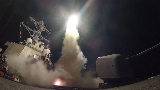 Yhdysvallat laukaisi ohjukset Välimereltä ohjushävittäjä USS Porterilta.