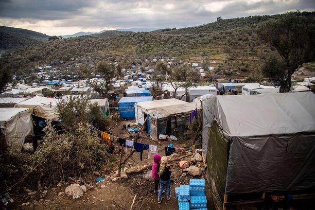 Kreikassa on arvioiden mukaan kymmeniä tuhansia turvapaikanhakijoita. Kuvassa on yksi monista leireistä.
