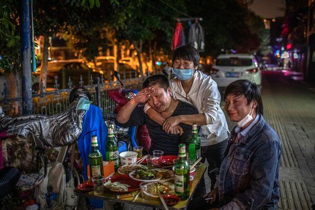 Wuhanilaiset pääsivät koronasulusta eroon jo huhtikuussa.