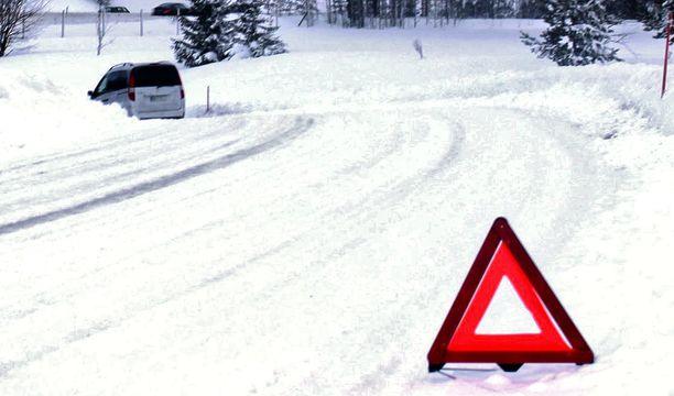 Talvi on yllättänyt Etelä-Suomessa  autoilijat.