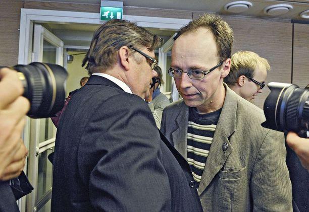 Puolueen puheenjohtaja Timo Soini ilmoitti alun perin, että rikostuomio toisi potkut puolueesta. Kuvassa kansanedustajat tutustumassa eduskuntaan vaalien jälkeen 2011.