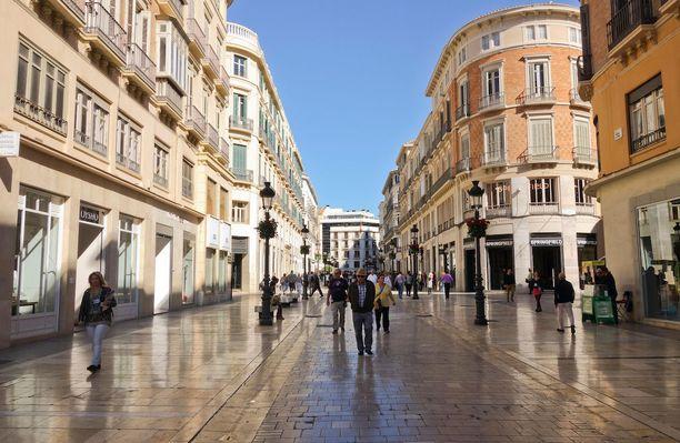 Calle Marqués de Larios -kävelykadun varrelta löytyy kiinnostavia kauppoja shoppailun ystäville.
