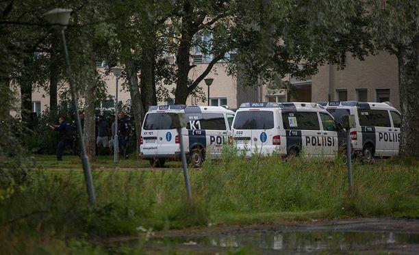 Poliisi kävi hakemassa puukon kanssa riehuneen miehen Laajakosken vastaanottokeskuksesta elokuussa.