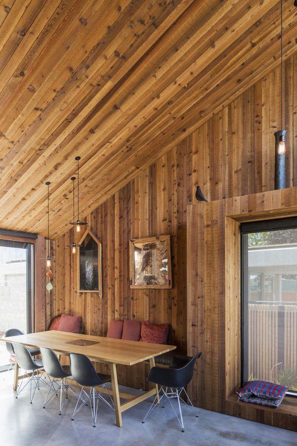 Singaporelainen E-Type House on myös hyvä esimerkki siitä, että puu on nyt suosittu sisätilamateriaali.