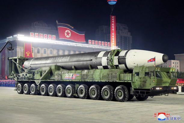 Pohjois-Korea esitteli uusia mannertenvälisiä ohjuksiaan Korean työväenpuolueen perustamisjuhlissa viime lokakuussa.