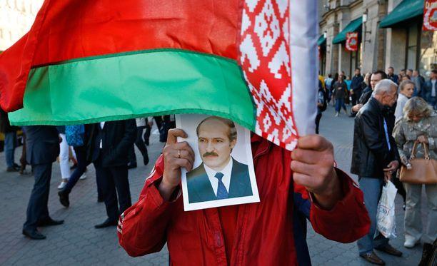 Valko-Venäjän presidentti Aleksandr Lukashenko on hallinnut maata itsevaltiaan ottein jo 21 vuotta.
