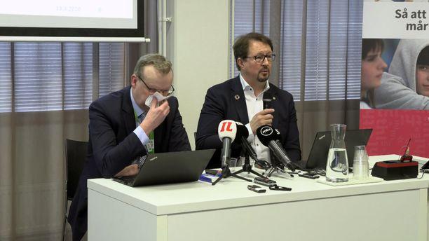 THL:n pääjohtaja Markku Tervahauta sairasteli näkyvästi THL:n tiedotustilaisuudessa.