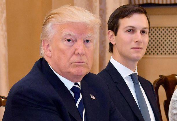 Trump-tutkinnassa Yhdysvalloissa on lähtenyt iso pyörä pyörimään, kertoo CNN. Kuvassa presidentti Trump ja hänen vävynsä Jared Kushner toukokuussa 2017.