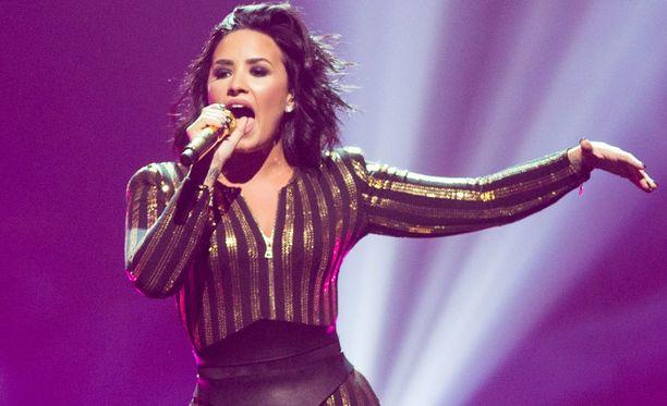 """X Factoristakin tuttu entinen lapsitähti tunnetaan erityisesti kappaleista """"Cool for the Summer"""" ja """"Confident""""."""