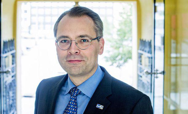 Puolustusministeri Jussi Niinistön mukaan perussuomalaisten presidenttiehdokasasettelu jää uuden puoluejohdon päätettäväksi. Nykyjohto puoltaa omaa ehdokasta.
