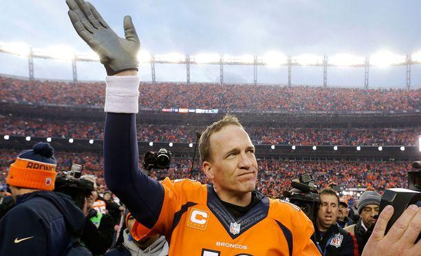 Peyton Manning jättää pelikentät.