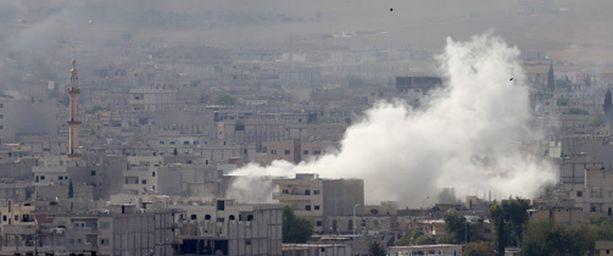 Taistelut jatkuivat Kobanessa kiivaina perjantaina.