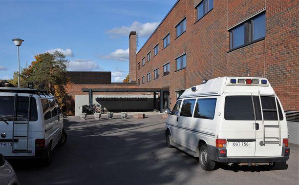 Vainajan jäännökset tutkitaan hänen henkilöllisyytensä selvittämiseksi. Kuvassa on oikeuslääketieteen laitosrakennus Helsingissä.