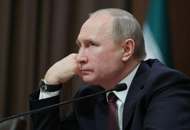 Vladimir Putinin johtama Venäjä on ajautunut sanasotaan länsimaiden kanssa.