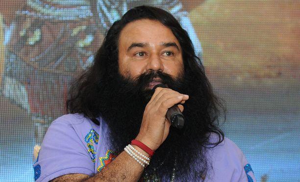 Gurmeet Ram Rahim Singh on erittäin vaikutusvaltainen henkilö Intiassa.