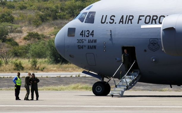 Yhdysvallat on toimittanut kymmeniä tonneja hätäapua Kolumbiaan, josta tavaraerät on määrä toimittaa Curacaon ja Brasilian kautta Venezuelaan.