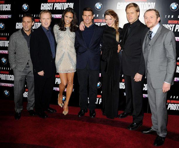 Samuli on menestynyt myös ulkomailla. Hänen näkyvin roolinsa oli Mission Impossible 4 – Ghost Protocol -elokuvassa vuonna 2012. Hän näytteli roiston roolin Tom Cruisen vastanäyttelijänä.