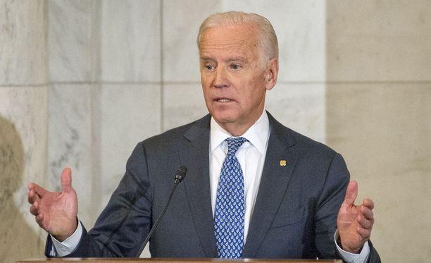 Yhdysvaltain varapresidentti Joe Biden vahvistaaa CNN:n tiedon, että maan tiedustelujohtajat ovat varoittaneet Venäjällä olevan raskauttavia tietoja Donald Trumpista.