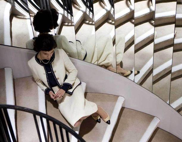 """Chanel nimitti suunnittelemiaan kaksivärisiä avokkaita """"eleganssin huipentumaksi""""."""