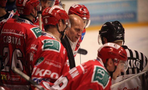 Juhani Tamminen luotsasi Sportia ikimuistoisessa karsintasarjassa keväällä 2009.