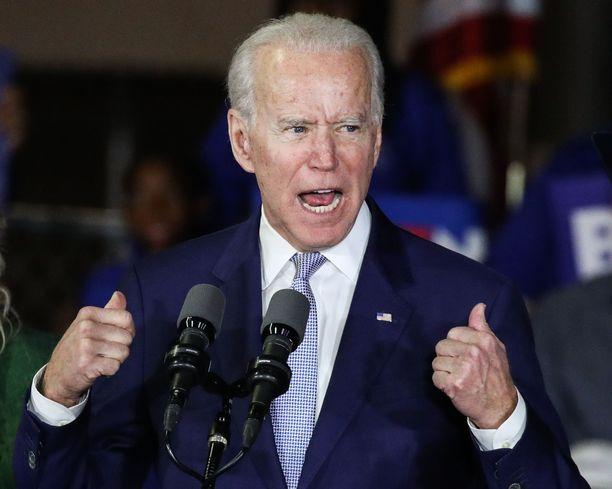 Demokraattiehdokas Joe Biden johtaa tuoreita mielipidemittauksia.