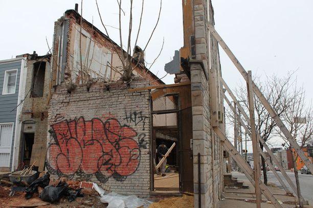 Baltimoressa on meneillään suuri määrä taloremontteja, jossa julkisivun lisäksi ei ole juuri mitään muuta säilytettävää.