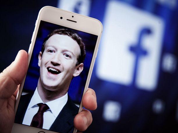 Mark Zuckerbergin perustama Facebook on saanut ennätyssuuret sakot Yhdysvaltain liittovaltion kauppakomissiolta, kertoo Wall Street Journal.