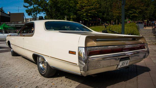 Ylellinen fullsize-muskeli Chrysler 300 Hurst vuodelta ´70.