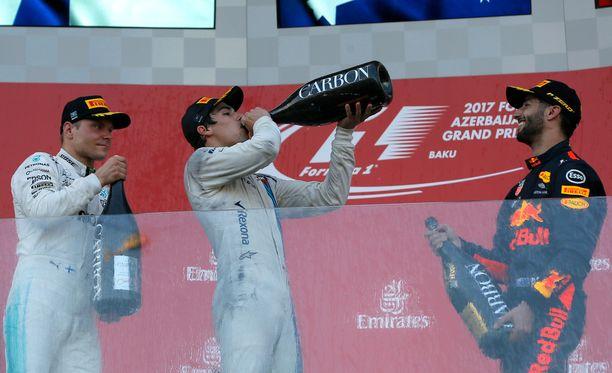 Kärkikolmikko Daniel Ricciardo (oikealla) - Valtteri Bottas (vasemmalla) - Lance Stroll poiki väkevän voiton kolmelle veikkaajalle.