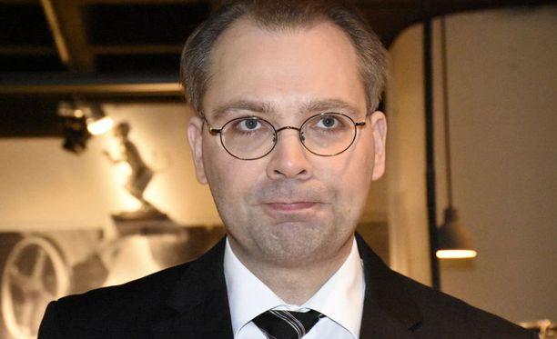 Jussi Niinistö perusteli pakkoa avaintehtävillä, joiden täyttämättä jättäminen voisi vaarantaa tehtävän.