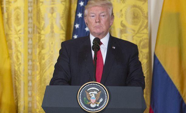Trump on myöntänyt ottaneensa Venäjä-tutkinnan huomioon päättäessään erottaa Comeyn, minkä jotkut yhdysvaltalaisasiantuntijat tulkitsevat oikeuden häiritsemiseksi.