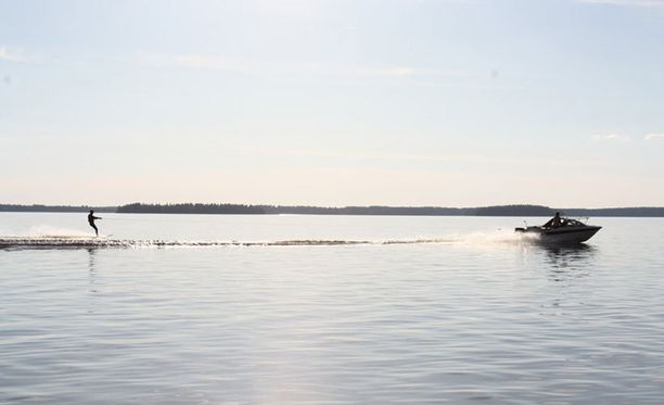 Kesäkivaa Lappajärven laineilla.