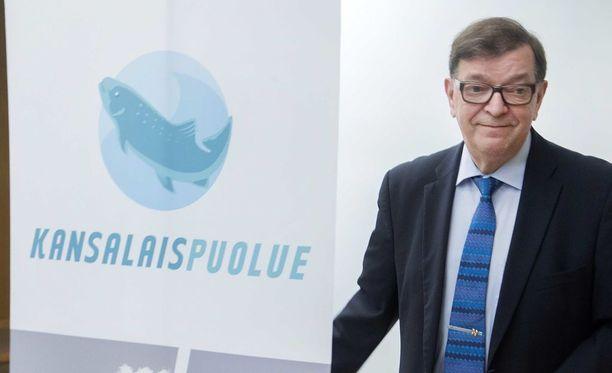 Paavo Väyrynen on kansalaispuolueen mukaan erotettu.