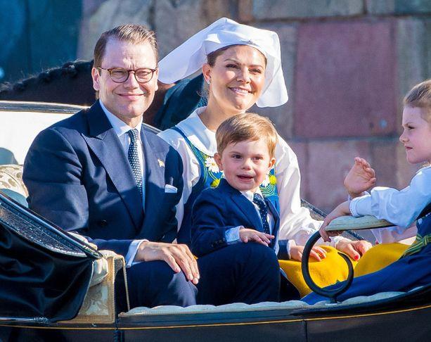 Koira on odotettu lisä perheeseen. Prinssi Danielilla ja kruununprinsessa Victorialla oli aiemmin Jambo-labradorinnoutaja. Se kuoli vuonna 2010.