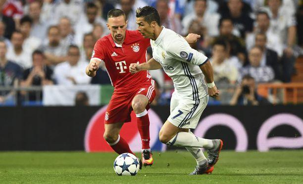 Franck Ribéry (vas.) saa jälleen Cristiano Ronaldon vastaansa.