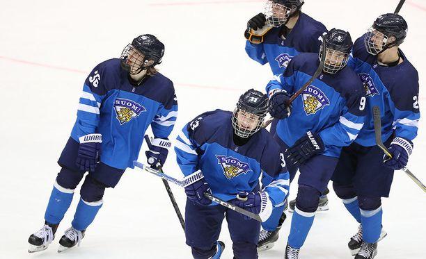 Tässä kuvassa juhlitaan Suomen toista maalia.