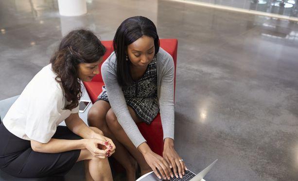 Tehokas kommunikointi sekä mentoriverkosto auttavat sinua urallasi eteenpäin.
