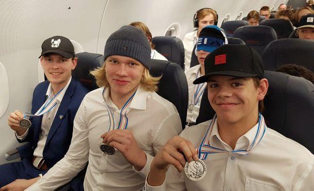 Hopea ei todellakaan ole häpeä. Sen suomalaisjunnut olivat oivaltaneet viimeistään lentokoneeseen noustuaan.