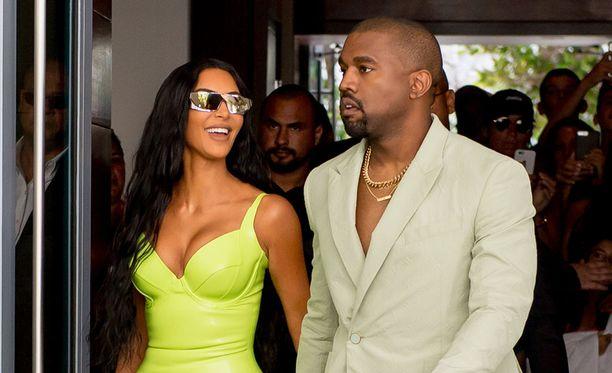 Kim Karhdashianin ja Kanye Westin poliittisten näkemysten kerrotaan eroavan toisistaan.