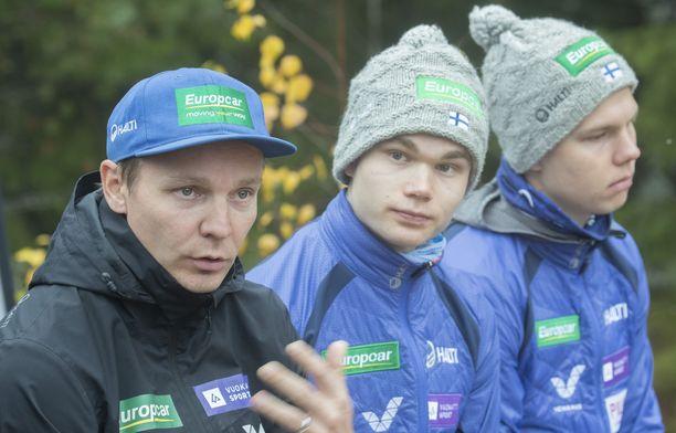 Petter Kukkonen jatkaa yhdistetyn päävalmentajana.