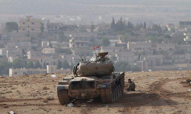 Turkin armeija on tyytynyt tarkkailemaan tilannetta rajan toiselta puolelta.