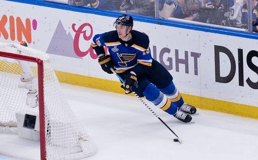 """Vaihtopenkille lyyhistynyt NHL-pelaaja oli sydänleikkauksessa – kävi jo tapaamassa joukkuettaan: """"Upeaa nähdä hänen hymyilevän"""""""