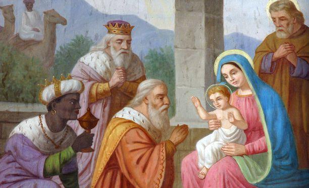 Raamatun mukaan itämaiset tietäjät saapuivat tervehtimään vastasyntynyttä Jeesus-lasta. Loppiainen on pyhitetty tapahtumalle.