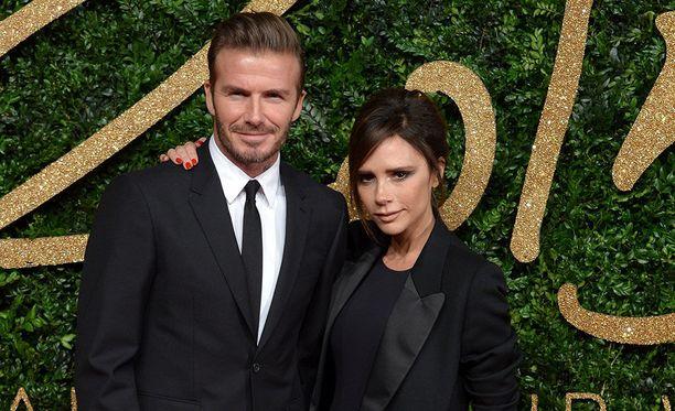 Victoria ja David Beckham alkoivat seurustella vuonna 1997. Vuonna 1999 oli häiden vuoro. Kaksikko on edelleen yhdessä.